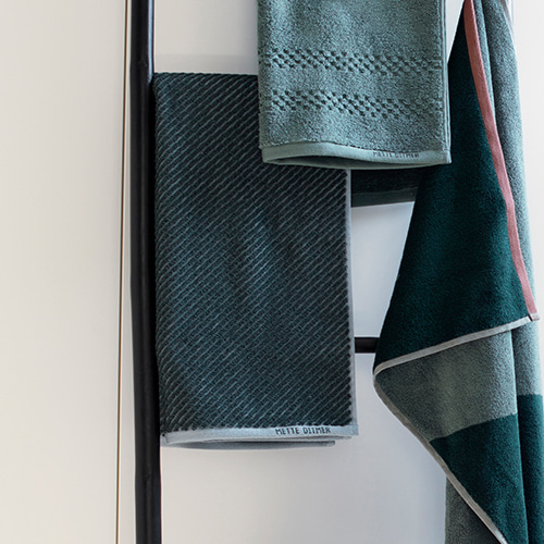 Diagonal towel - dark forest (50x95cm)